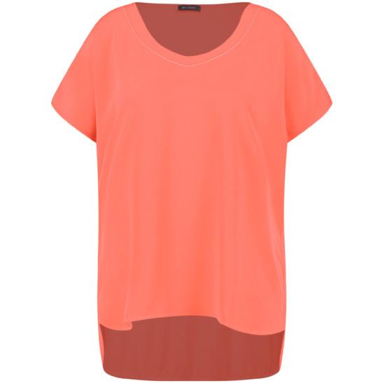 Basic-Shirt im modischen Materialmix